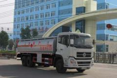 东风天龙小三轴加油车