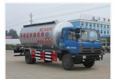 东风平头低密度粉粒物料运输车