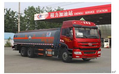 程力威牌CLW5252GFWC4型腐蚀性物品罐式运输车