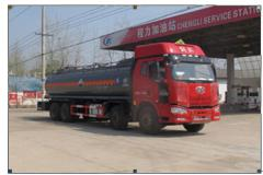 程力威牌CLW5317GFWC4型腐蚀性物品罐式运输车
